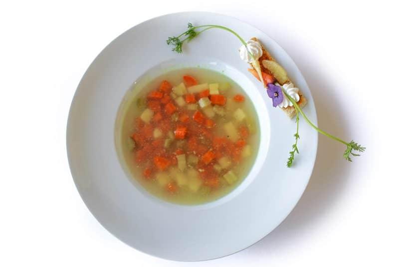 Ciorbă de văcuță cu legume și smântână de casă