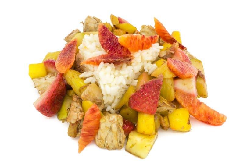 Pui dulce acrișor cu orez, legume și fructe