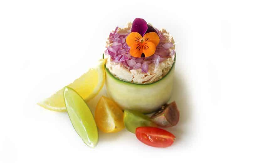 Salată de ton în foiță de castravete