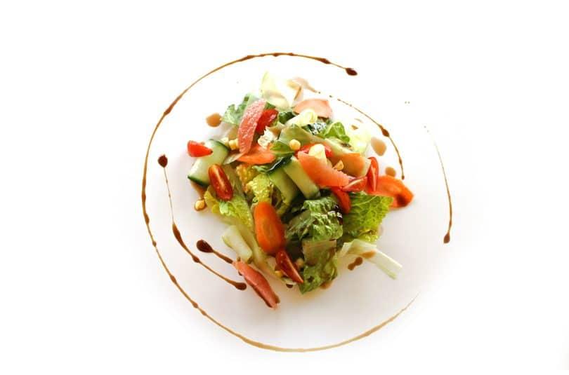 Salată de crudități cu dressing de grapefruit
