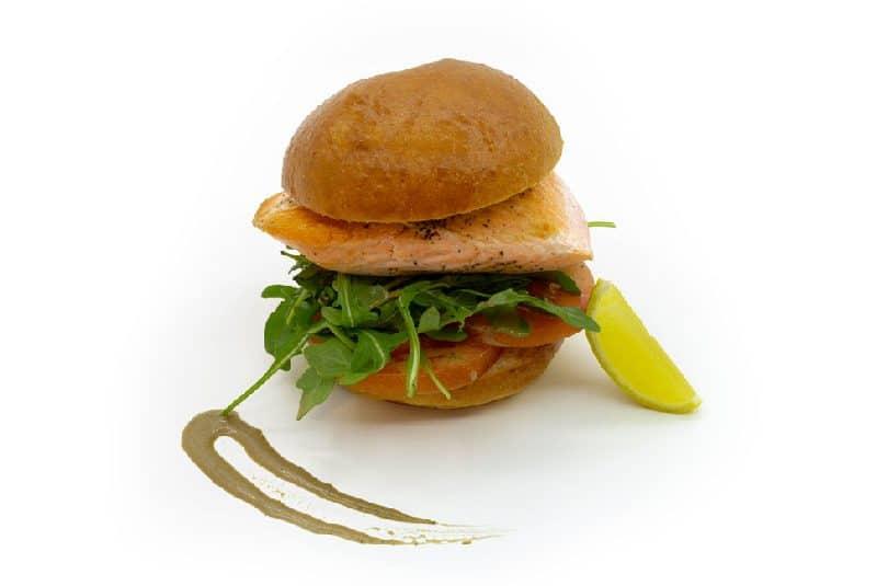 Sandwich cu somon și rucola